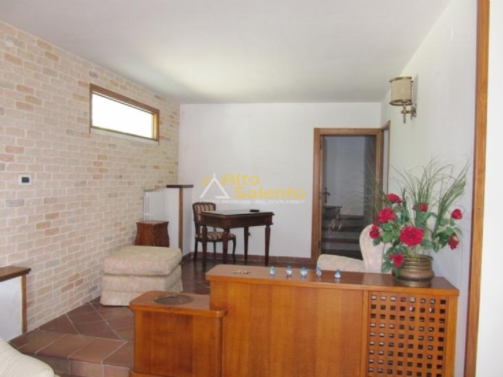 La villa dotata di con caldaia a gpl zanzariere allarme - Bagno sottoscala ...